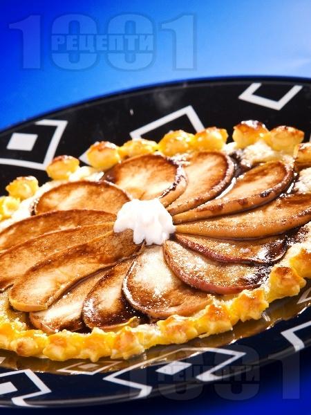 Лек ябълков пай с готово бутер тесто и шоколадов топинг - снимка на рецептата